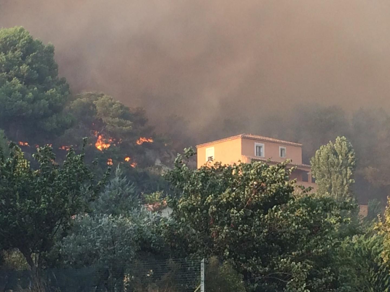 Certaines résidences des Pennes-Mirabeau sont en proie aux flammes