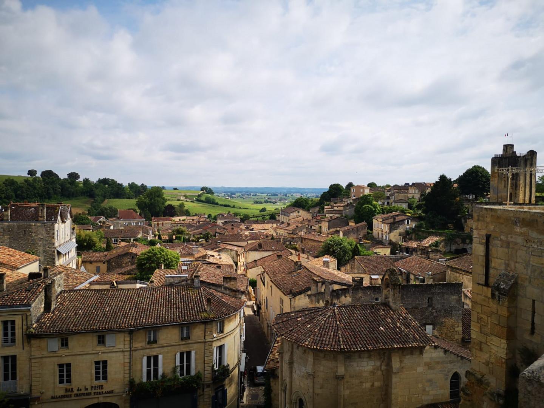 La vue sur la basse ville, depuis l'église monolithe de Saint-Émilion