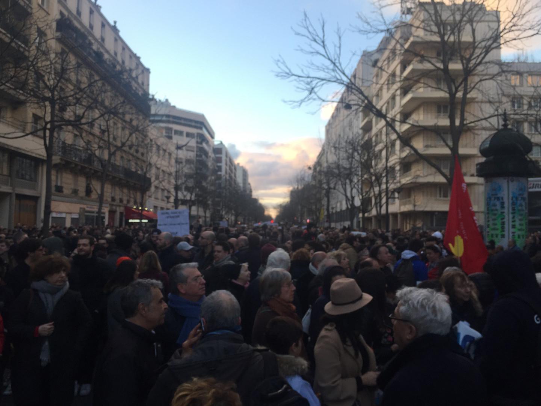 Des milliers de personnes ont remonté l'avenue Philippe-Auguste lors de la marche blanche pour Mireille Knoll