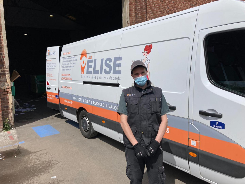 Christophe, l'un des opérateurs chargé du tri.