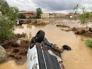 Le paysage est complètement dévasté par les inondations