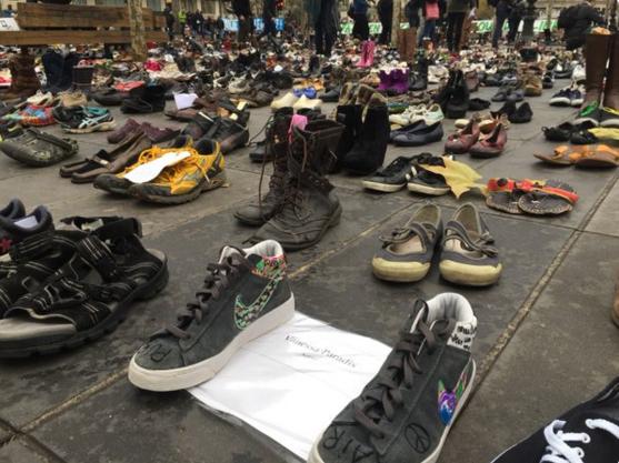 La chanteuse Vanessa Paradis a également envoyé ses chaussures
