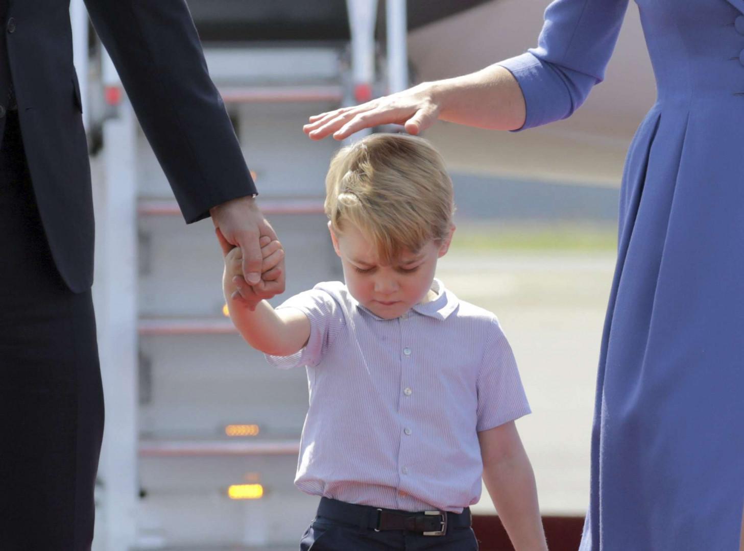 Le prince George était bougon en descendant de l'avion
