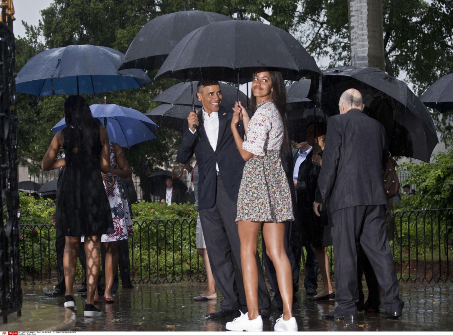 Le 20 mars 2016, la famille se rend à la Havane (Cuba). Les deux soeurs s'affichent plus stylées que jamais. Un tournant vestimentaire majeur à la Maison Blanche.