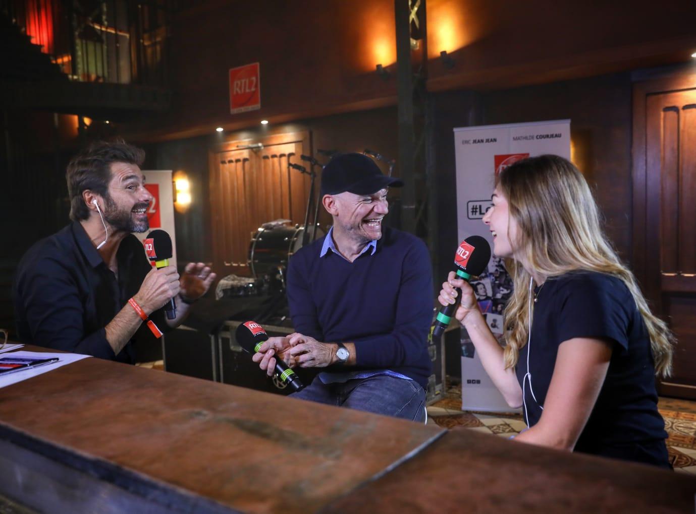 Gaëtan Roussel au micro d'Eric Jean Jean et Mathilde Courjeau dans #LeDriveRTL2 en direct du Pop-Rock Live au Trianon