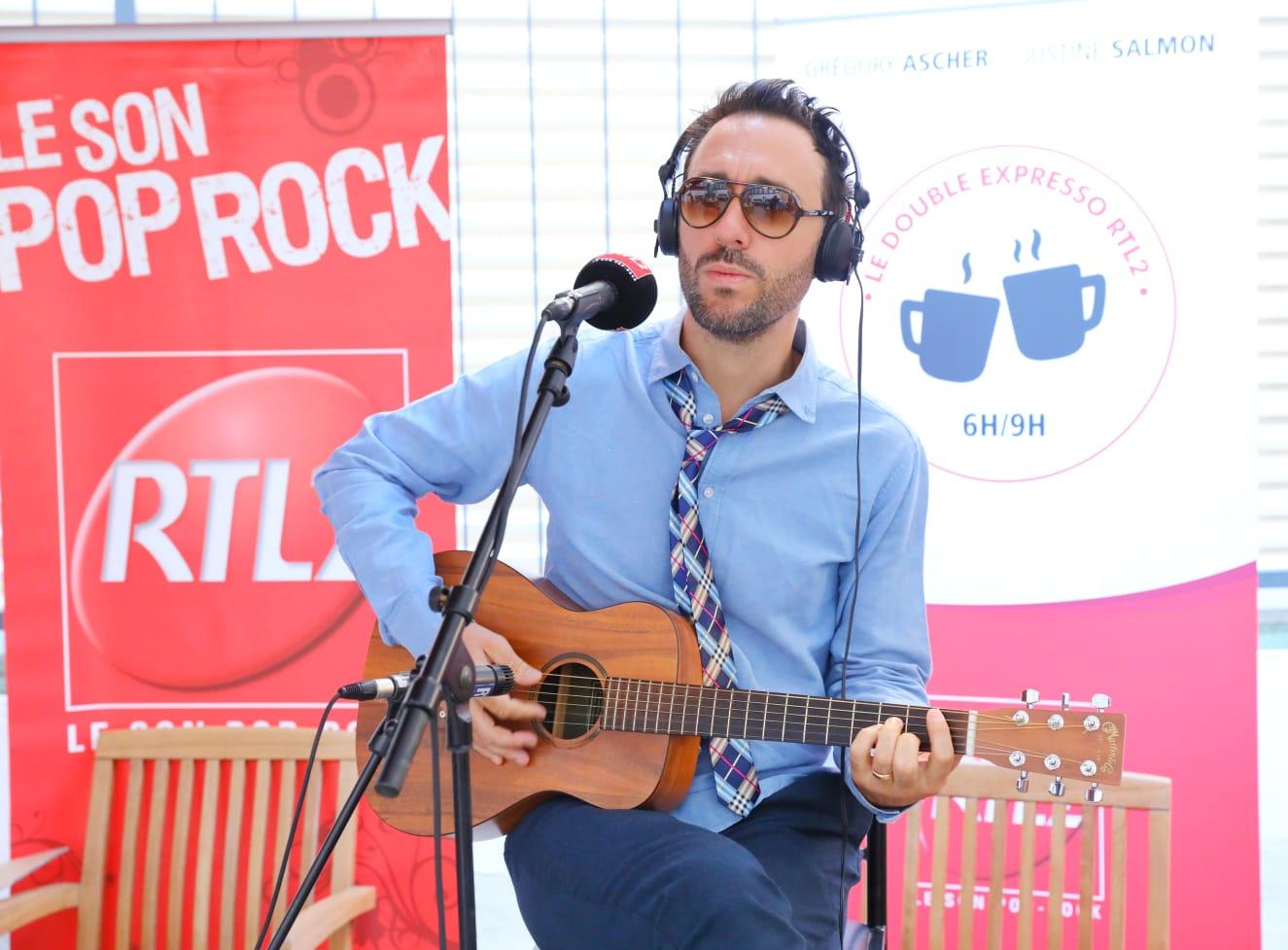 Charlie Winston sur la terrasse de RTL2