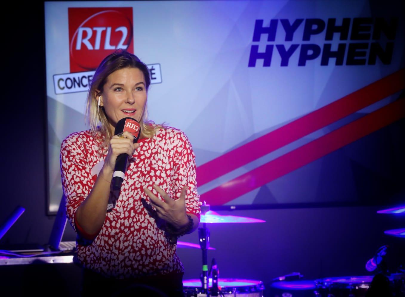 Stéphanie Renouvin a présenté le Concert Très Très Privé d'Hyphen Hyphen dans le Grand Studio RTL2