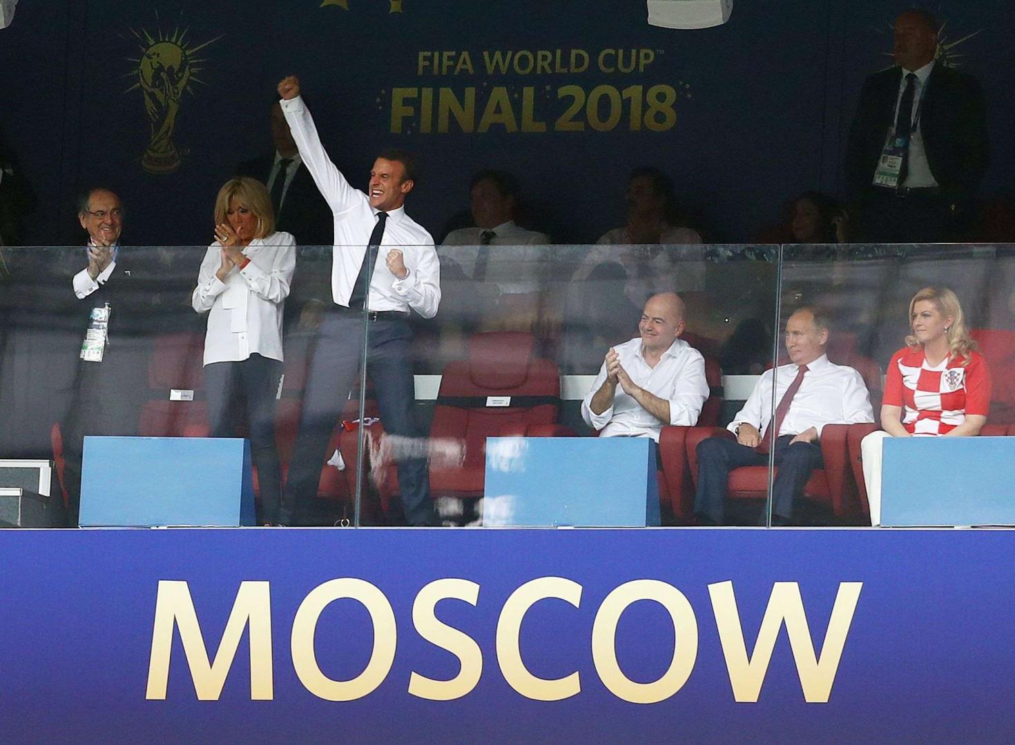 Emmanuel Macron dans les tribunes du stade Loujniki, lors de la finale du Mondial, France-Croatie, le 15 juillet 2018, à Moscou.