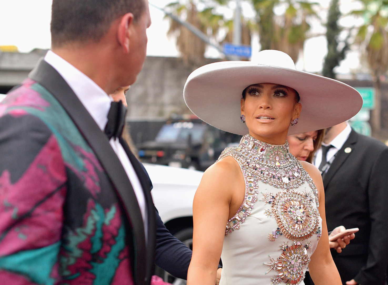 Le chapeau incroyable de Jennifer Lopez était l'un des points forts de ce tapis rouge