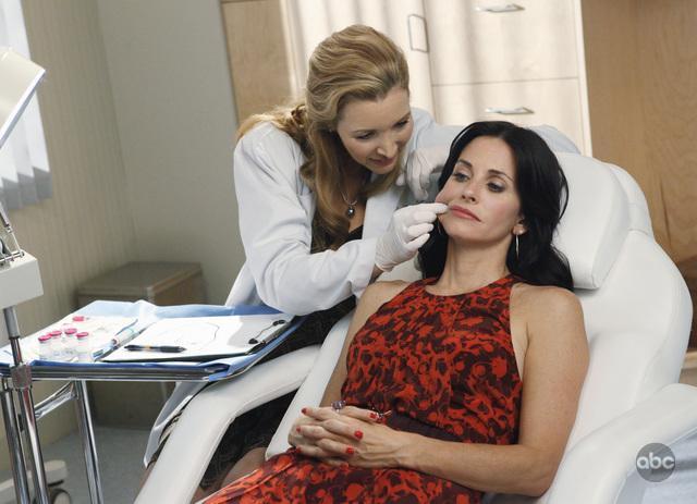 """Lisa Kudrow est apparue dans """"Cougar Town"""" avec Courteney Cox"""