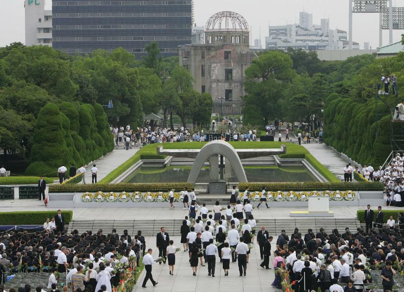 Commémoration de la catastrophe d'Hiroshima dans le parc du Mémorial national de la paix en août 2007