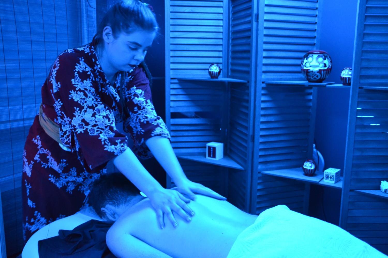 Massage du dos sur tables chauffantes, confort et détente au rendez-vous!