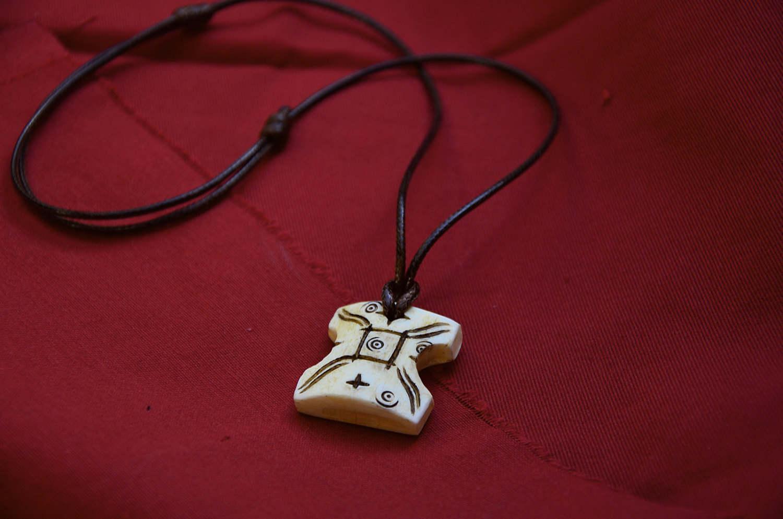 Le collier de Padmée en éclat de Japor que lui offre Anakin Skywalker (12,50 euros)