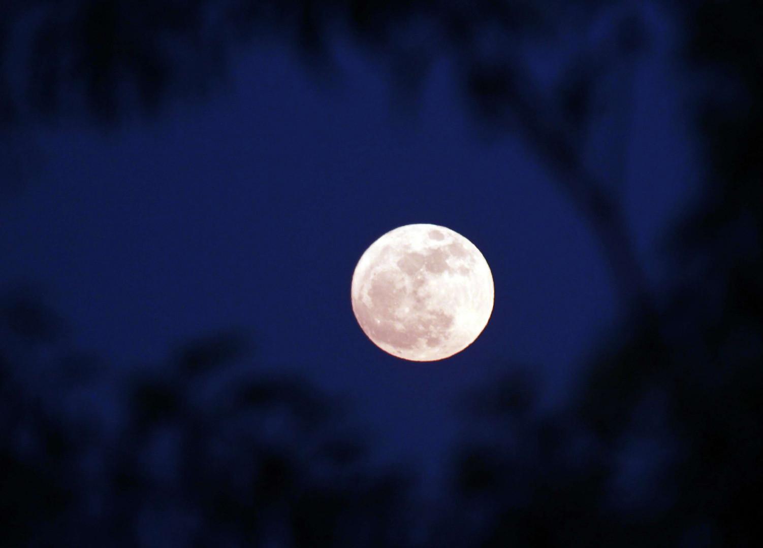 La Super Lune vue de Naypyitaw (Birmanie). Deux autres Super Lune se manifesteront, les 1er et le 31 janvier 2018
