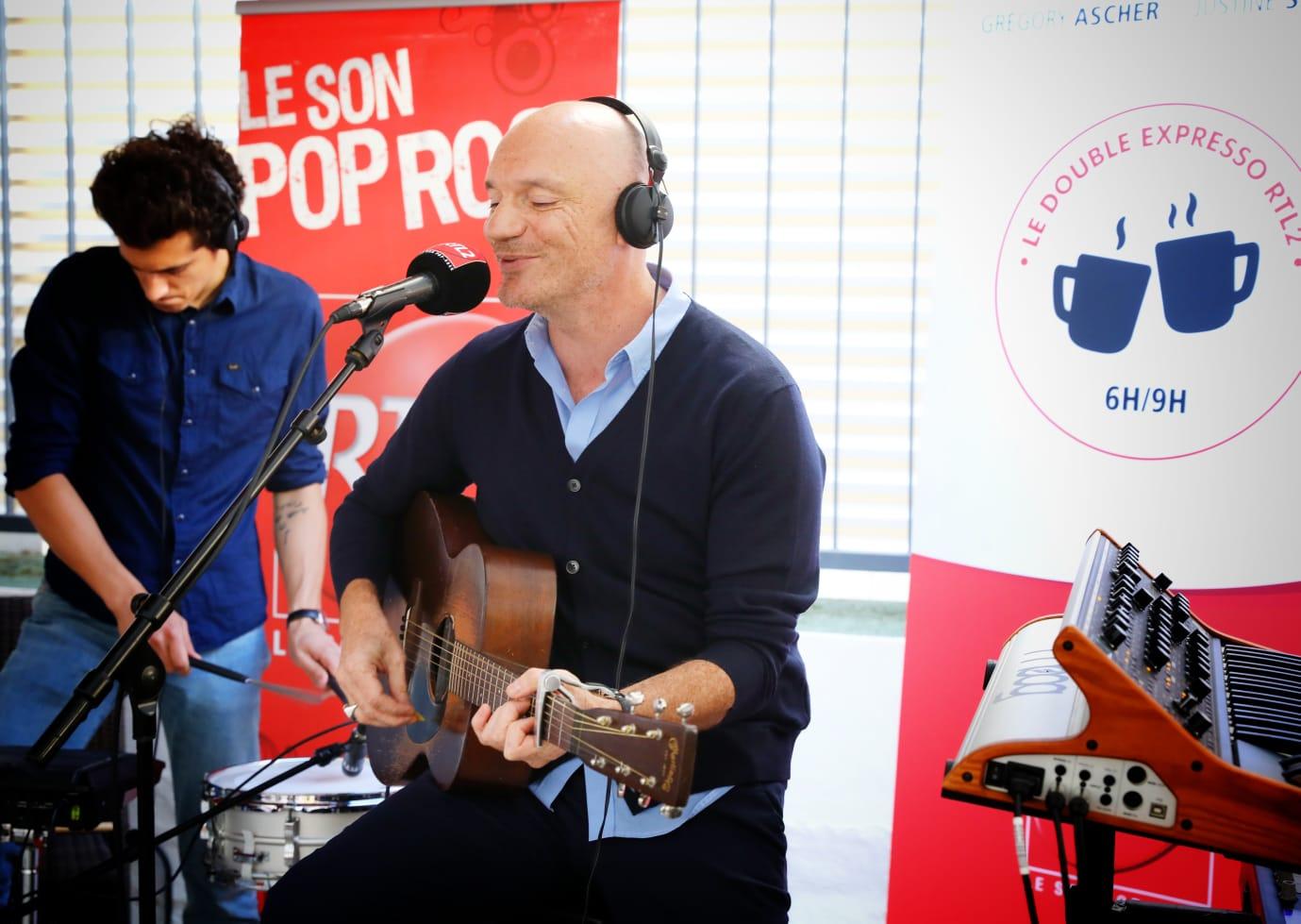 t Gaëtan Roussel sur la terrasse de RTL2