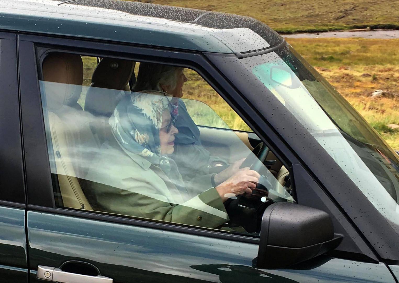 Conductrice depuis des décennies, Elizabeth IIse rendait à une chasse aux grouses, des oiseaux écossais