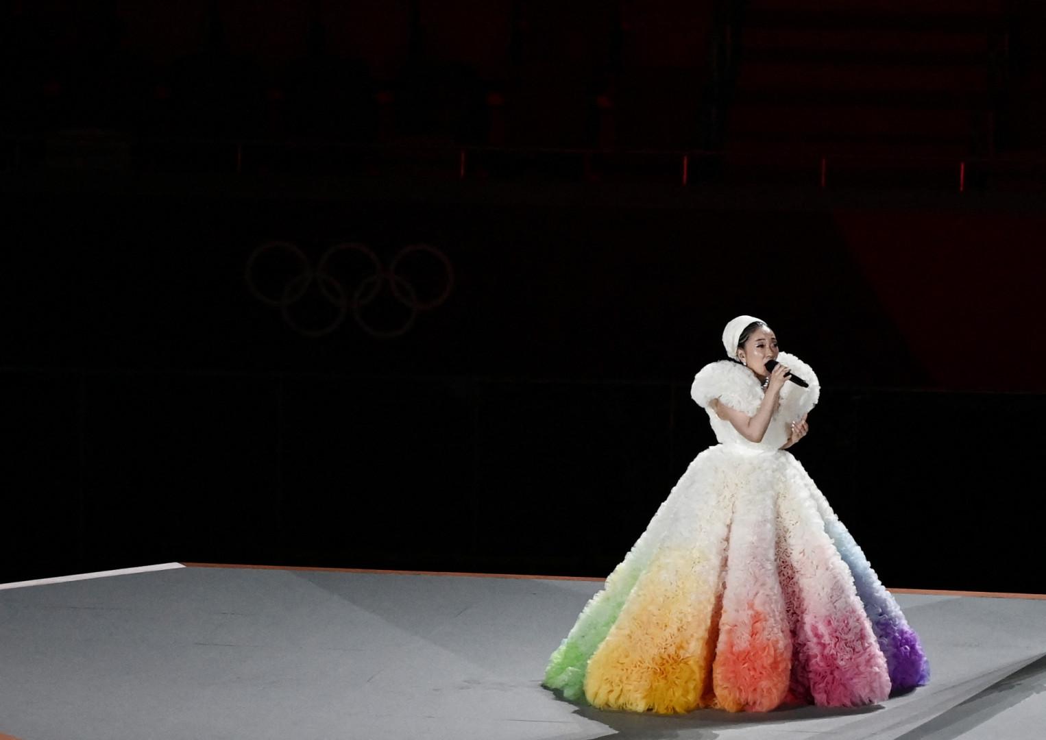"""La chanteuse Misia entonne l'hymne japonais, """"Kimi Ga Yo"""""""