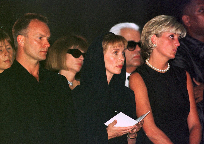 Lors des obsèques de Gianni Versace avec Anna Wintour, Sting et son épouse Trudi Styler et Lady Di (1997)