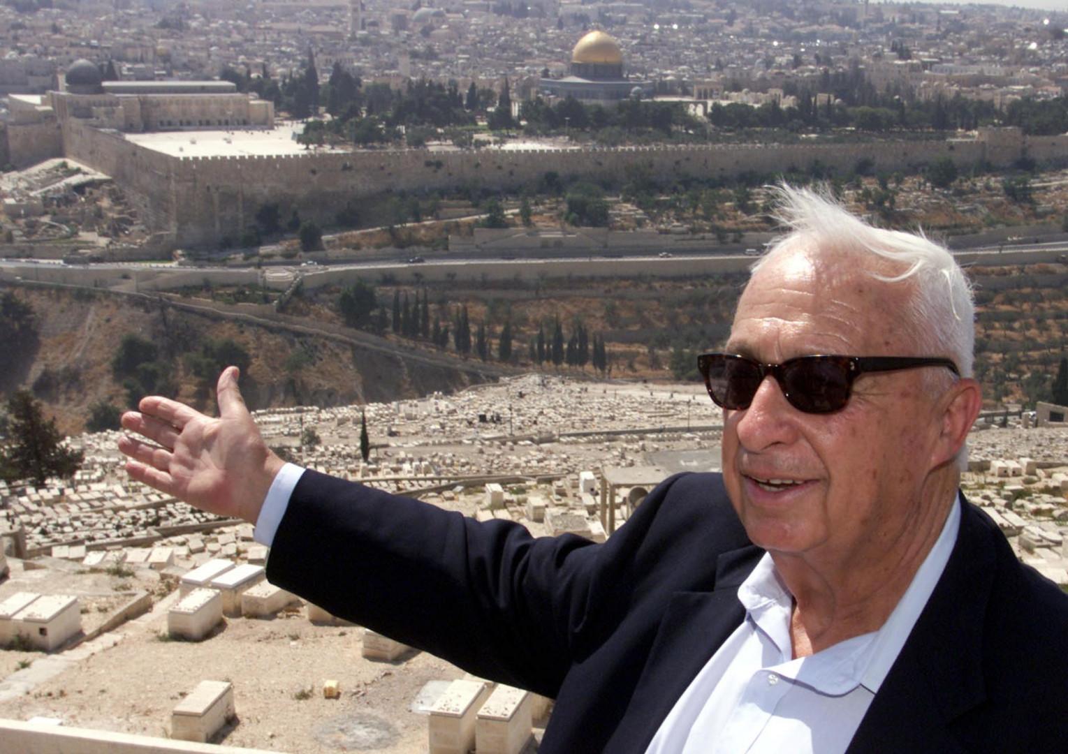 Ariel Sharon, ici sur le Mont des Oliviers le 24 juillet 2000, est décédé le 11 janvier 2014 à l'âge de 85 ans