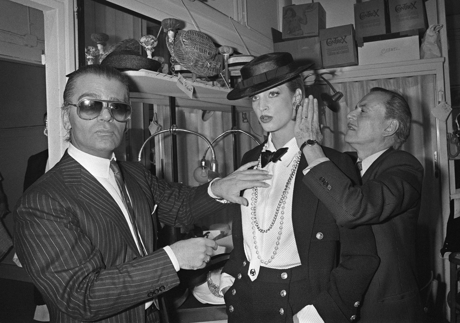 Karl Lagerfeld et Salvador Dali en 1984, lors présentation de la collection printemps-été de Chanel dessinée par Karl Lagerfeld