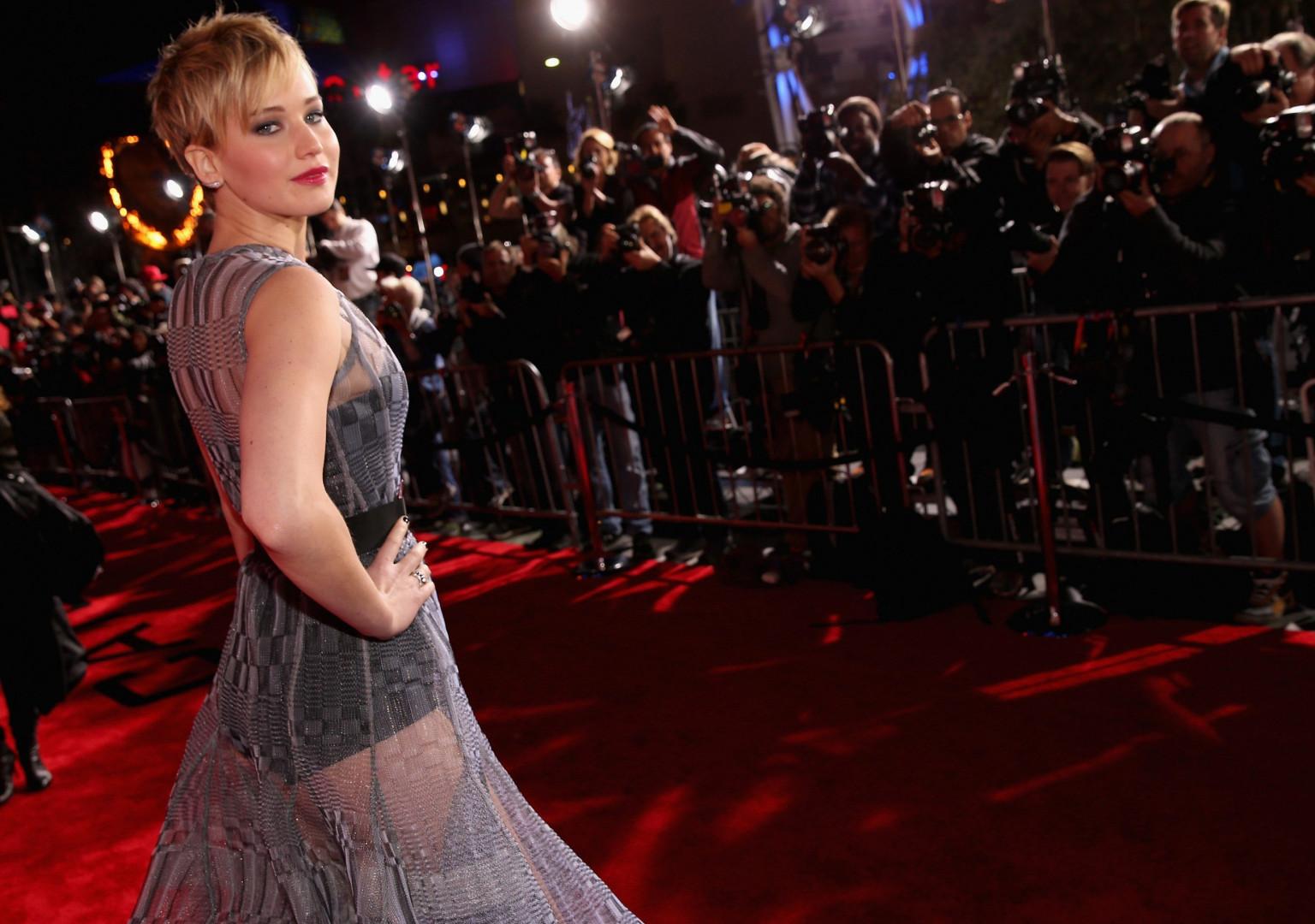 """Jennifer Lawrence en Dior Haute Couture lors de l'avant-première de """"Hunger Games : L'Embrasement"""" à Los Angeles en 2013"""