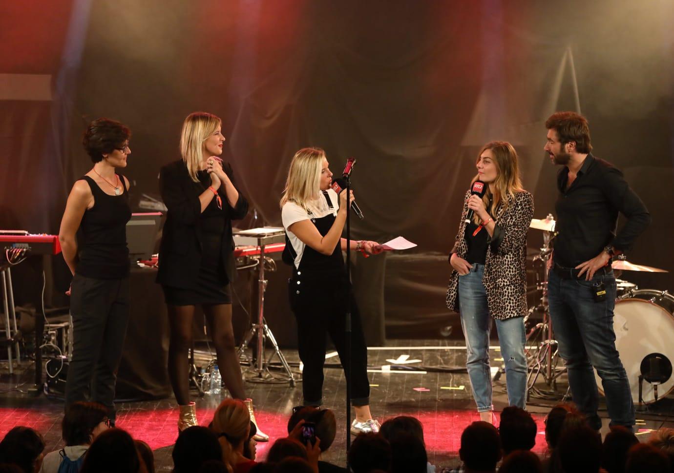 Carole Vega, Justine Salmon, Stéphanie Renouvin, Mathilde Courjeau et Eric Jean Jean sur la scène du RTL2 Pop-Rock Live au Trianon