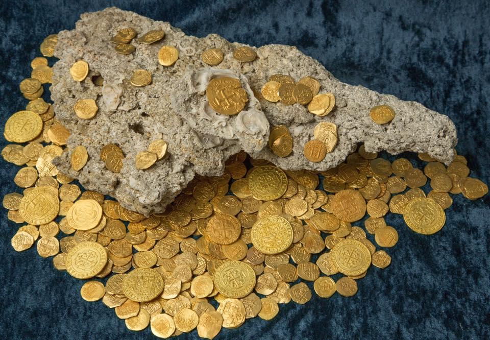Les chasseurs de trésors ont découvert 350 pièces de monnaie du 18e siècle
