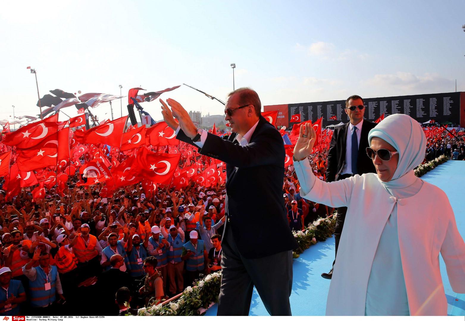 Erdogan et sa femme lors de la manifestation du 7 août 2016