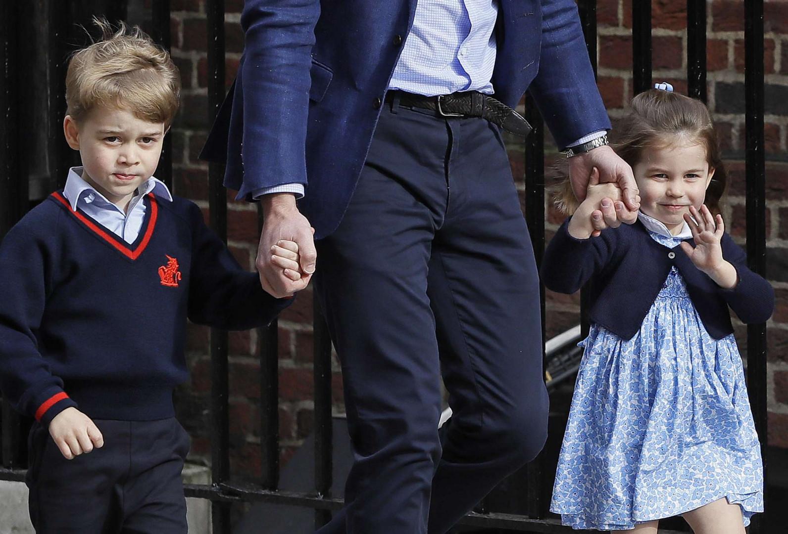 Le prince George et sa soeur Charoltte, Duchesse de Cambridge, le jour de la naissance du Prince Louis, le 23 avril 2018
