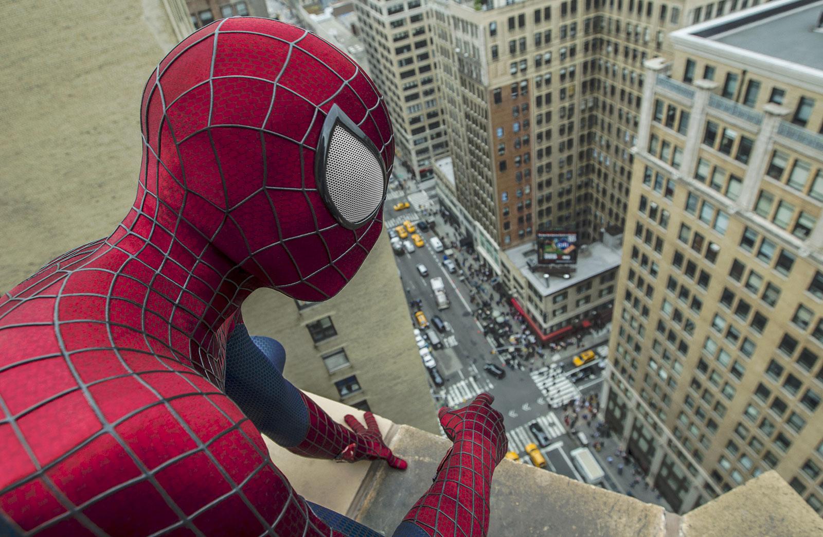 Spider-Man trouve toujours les meilleurs rooftops de la ville