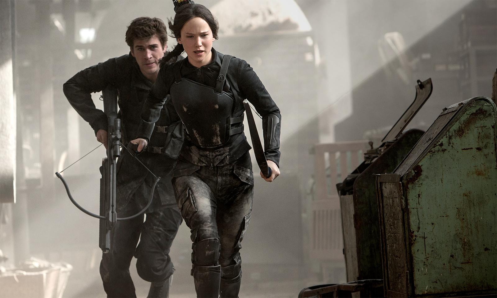 Katniss et Gale pendant l'assaut contre le Capitole