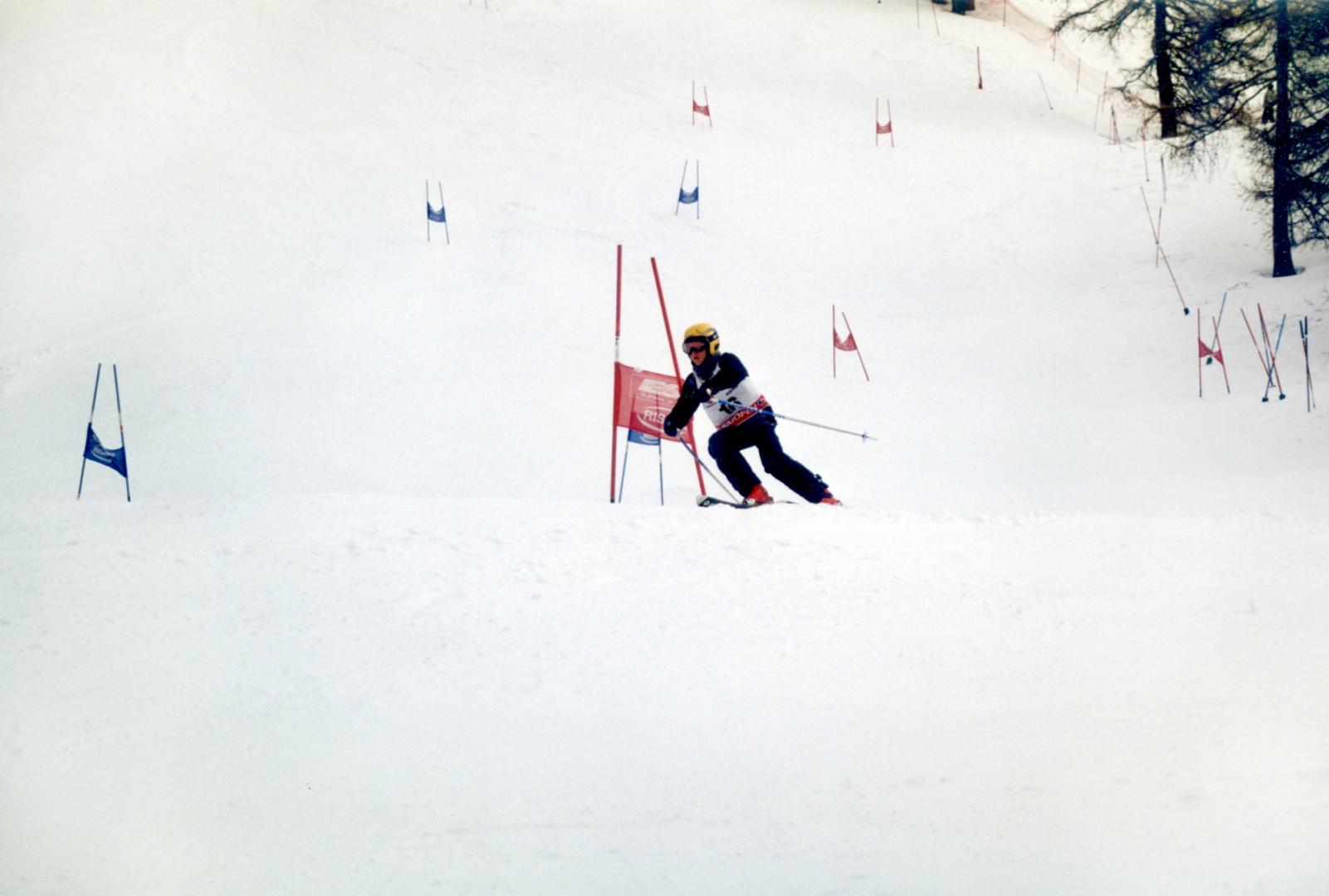 Kevin Mayer a remporté une course de ski face à des enfants du coin