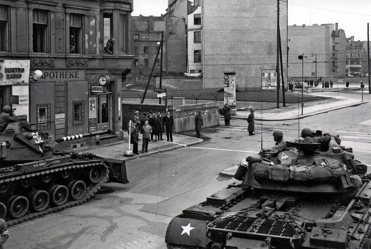En octobre 1961, Soviétiques et Américains s'étaient tenus en joue, prêts à aller au combat pendant plusieurs jours