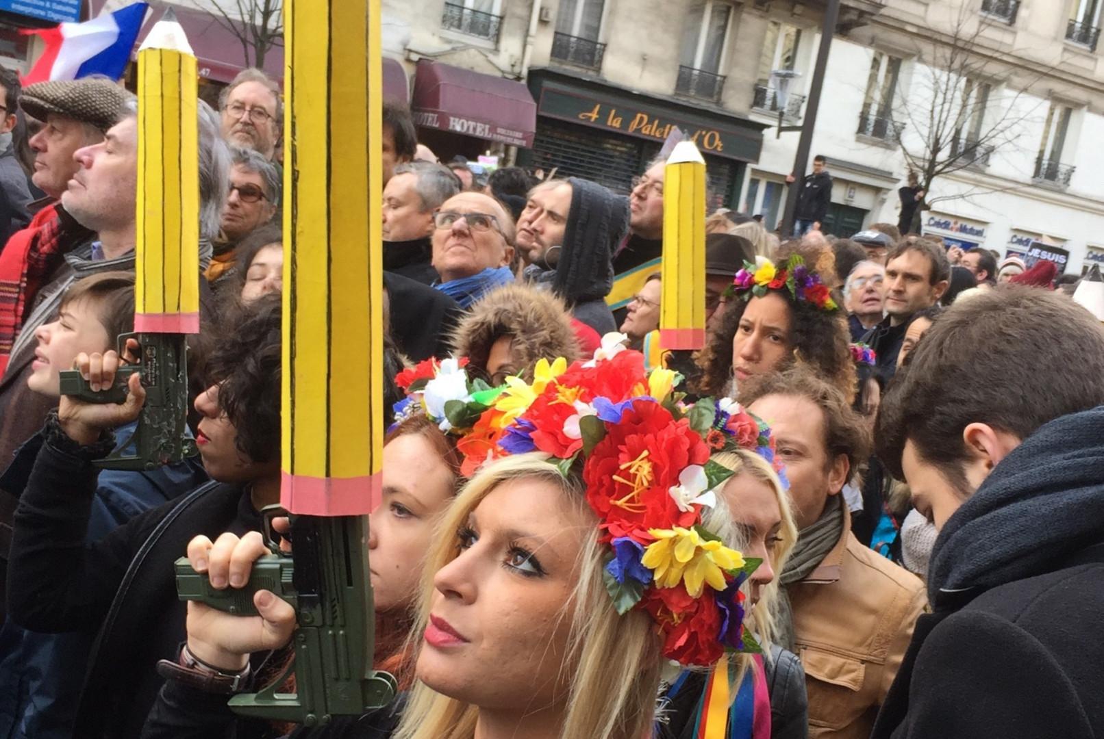 """""""Les crayons, eux aussi, sont des armes"""" à Paris"""
