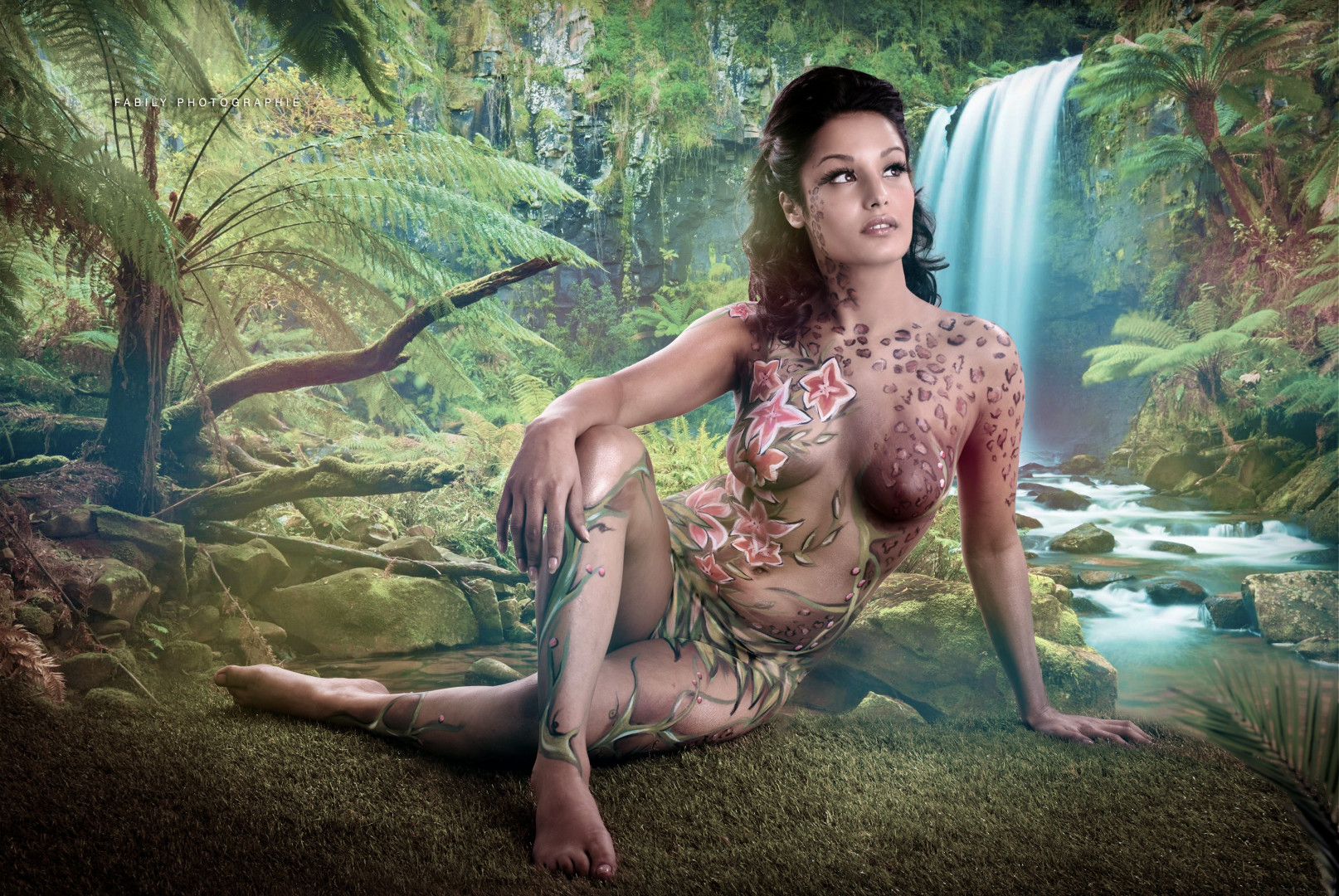 Les premières photos de Karisma pour du bodypainting