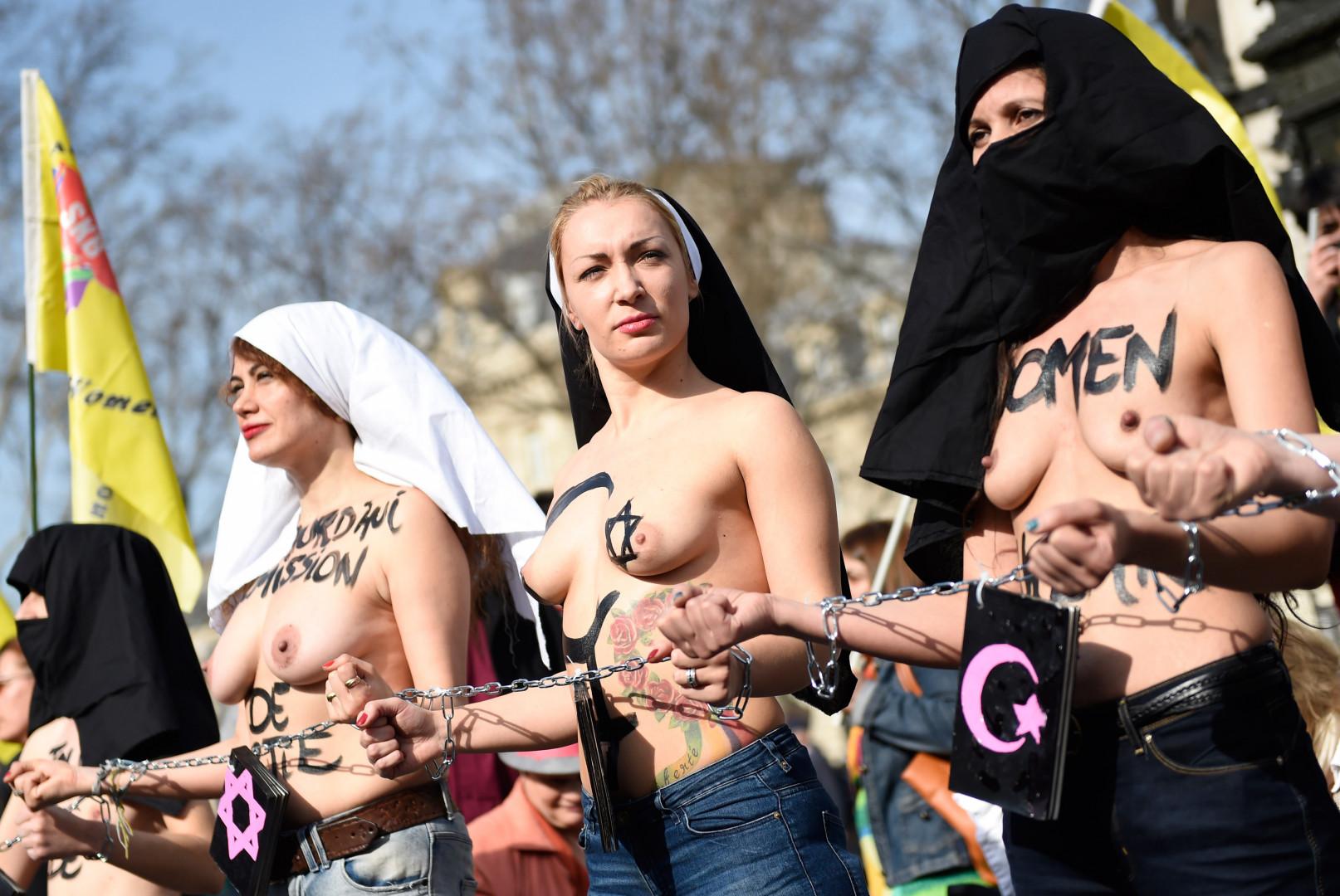 Des Femen, le 8 mars 2015 à Paris, pour la Journée internationale de la femme