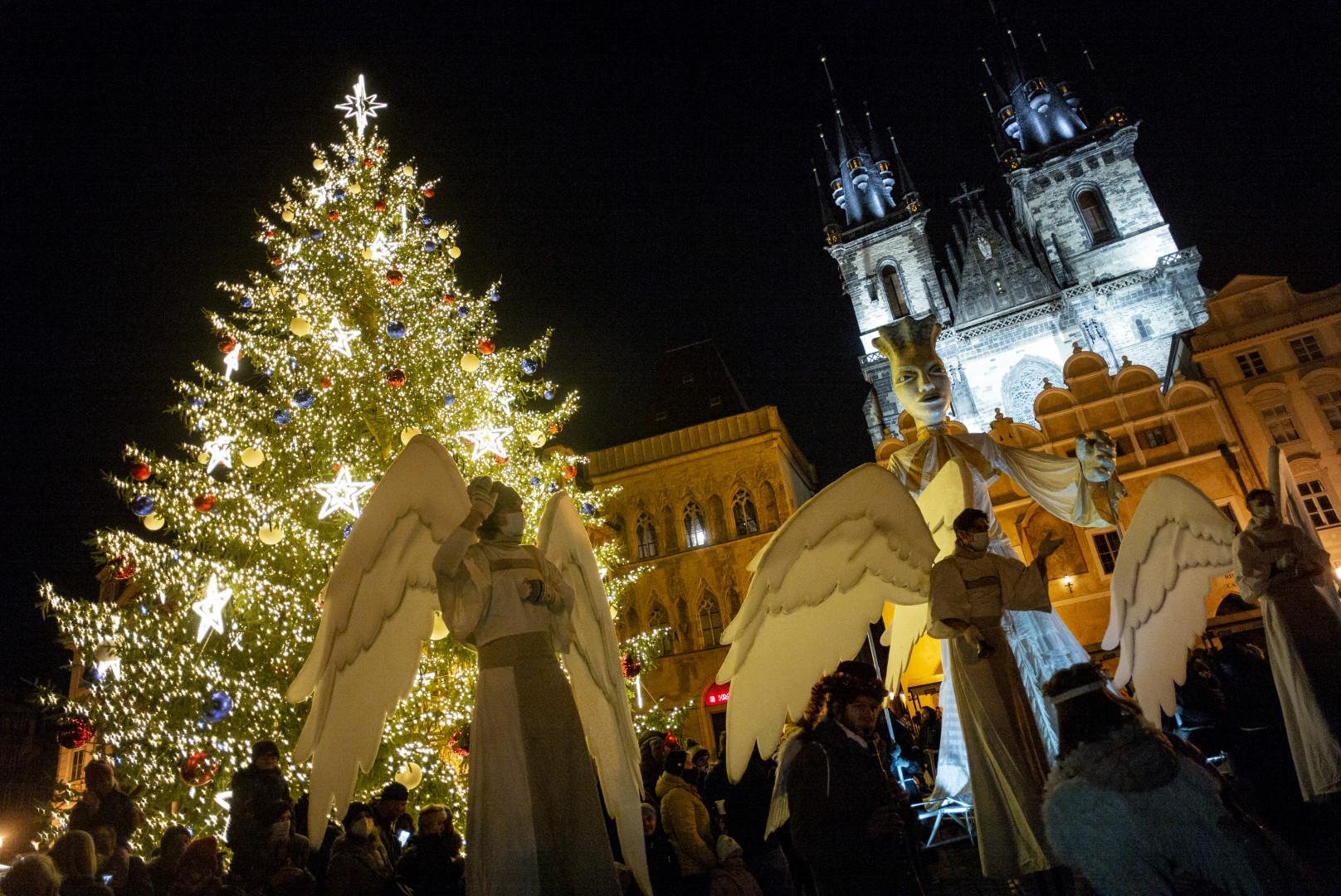 Le sapin de la place de la Vieille-Ville, à Prague.