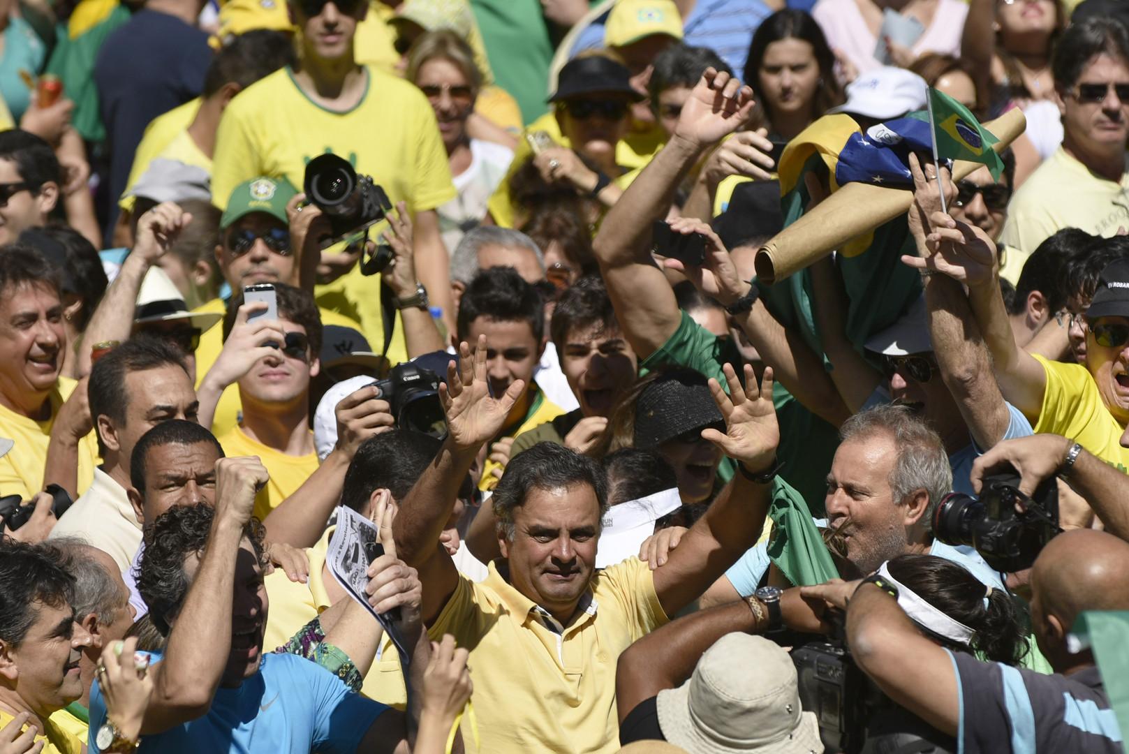 """""""Assez de tant de corruption, mon parti est le Brésil"""", a déclaré Aecio Neves"""