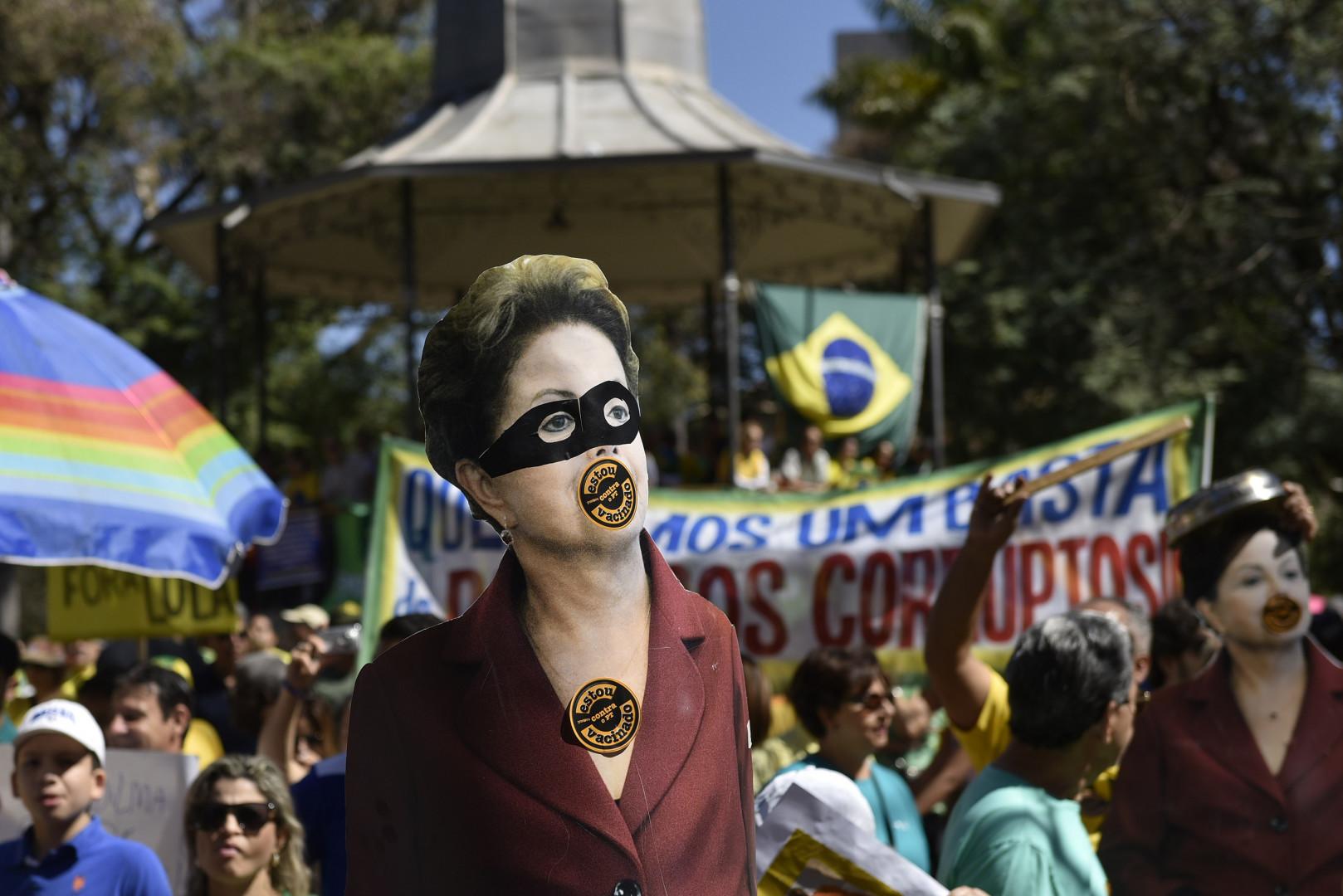 Dilma Rousseff est sous la menace potentielle de deux procédures