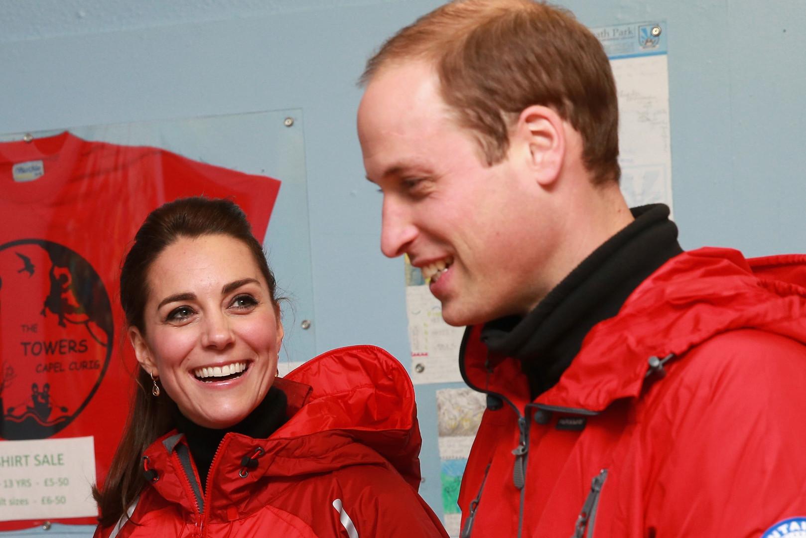 Kate Middleton et le prince William lors de leur visite à un parc d'activité dans le Pays de Galles