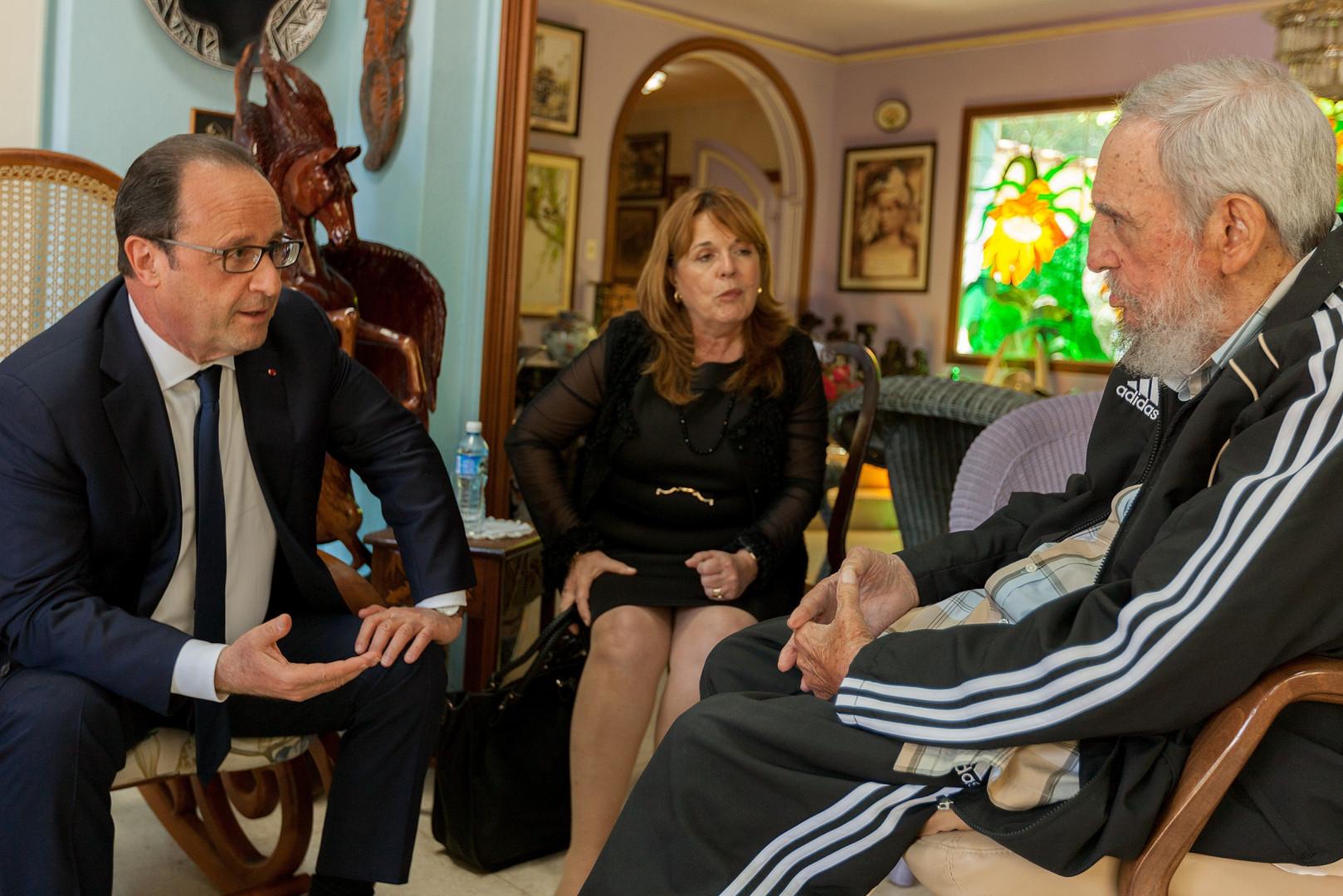 François Hollande est le premier dirigeant occidental à rencontrer Fidel Castro en novembre 2015.