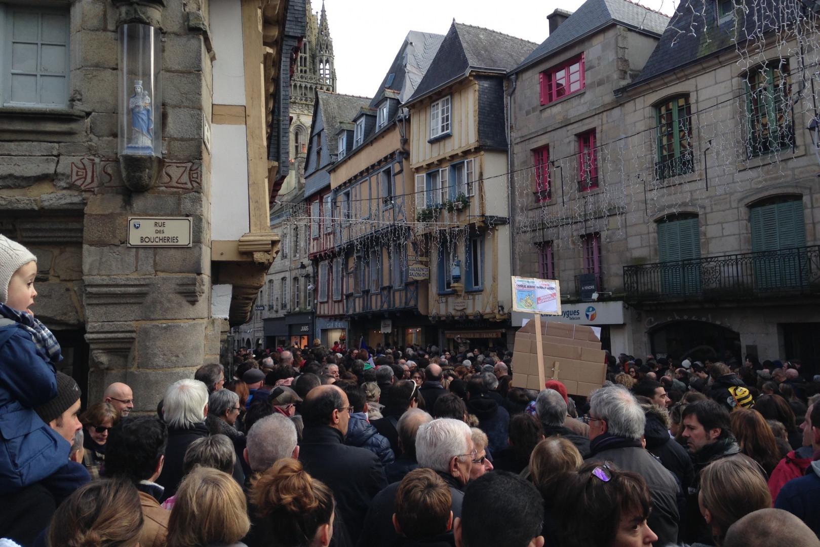 À Quimper aussi on se rassemble en hommage des victimes des attentats