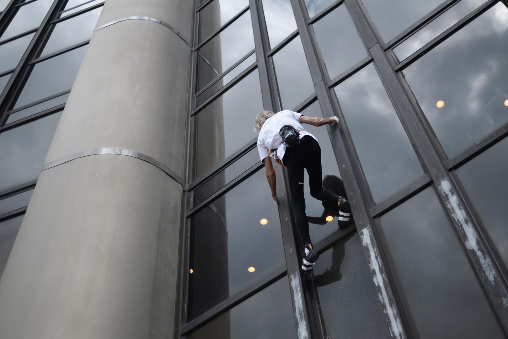 Alain Robert a déjà escaladé  la tour Montparnasse en 1995 et 2004.