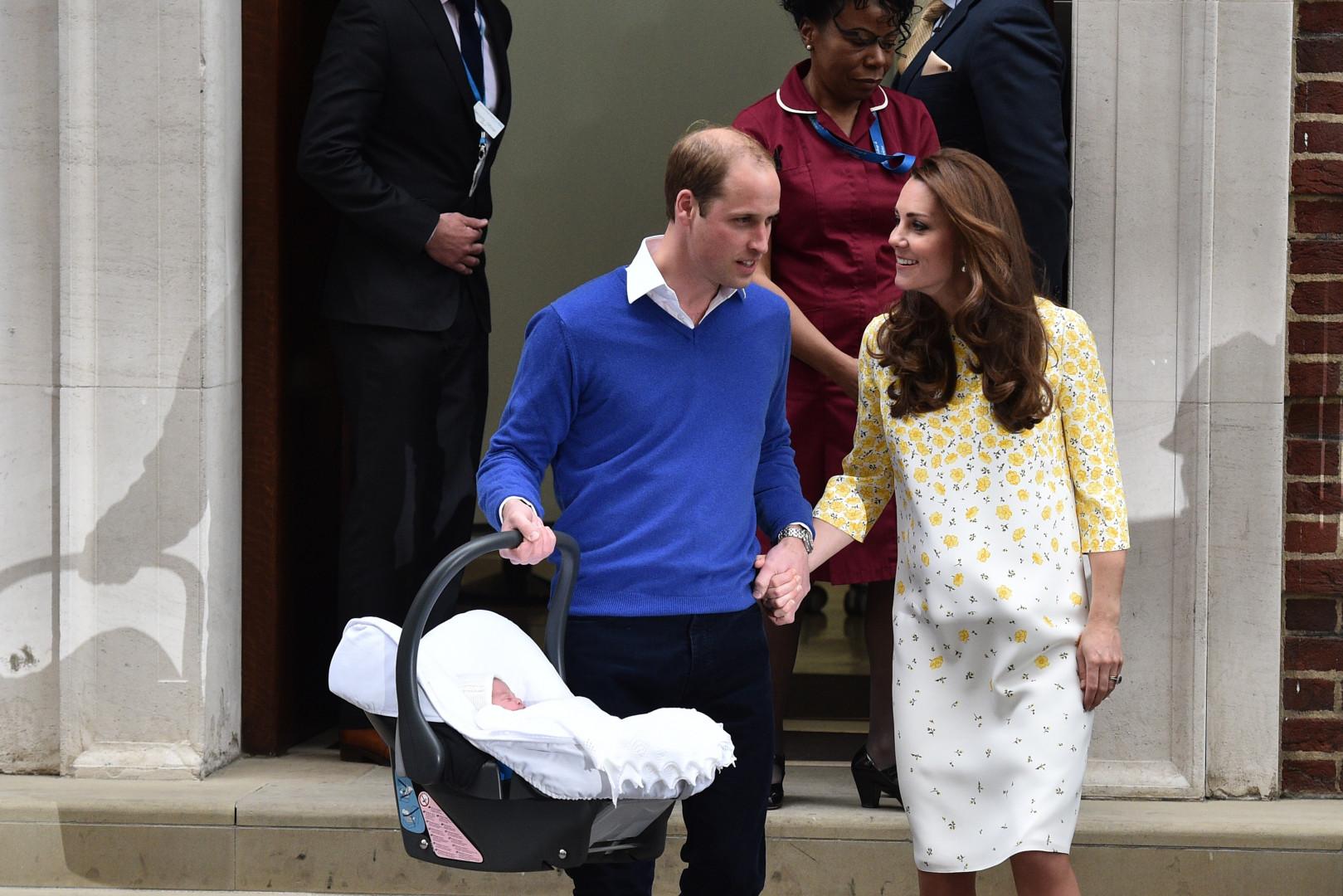 Après une séance photo express, Kate et William sont rentrés à Kensington.