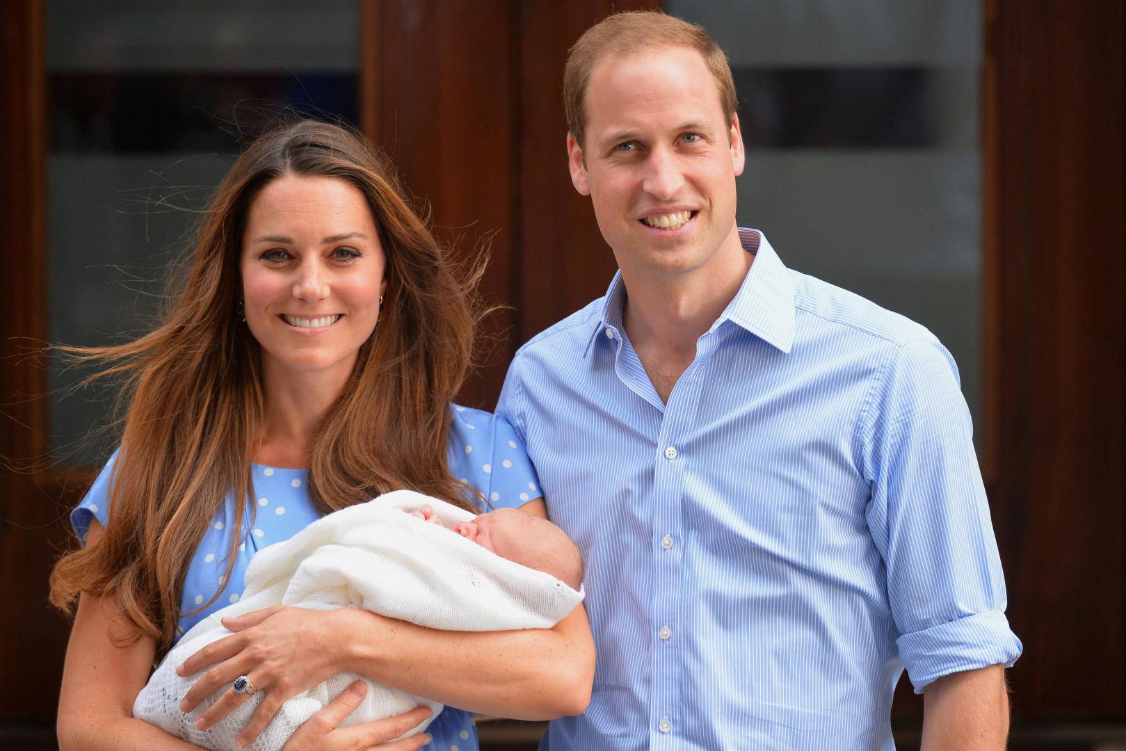 Kate et William à la sortie de la maternité le 23 juin 2013, après la naissance du prince George