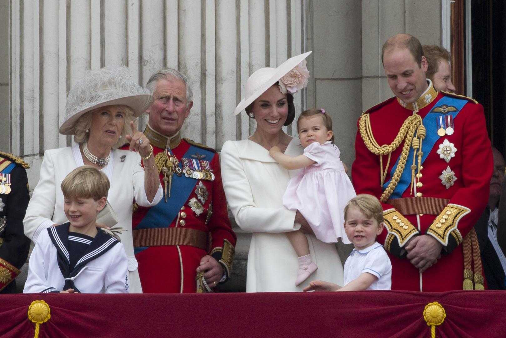 La princesse Charlotte, qui a fêté son premier anniversaire en mai, a assisté pour la première fois à une cérémonie officielle.