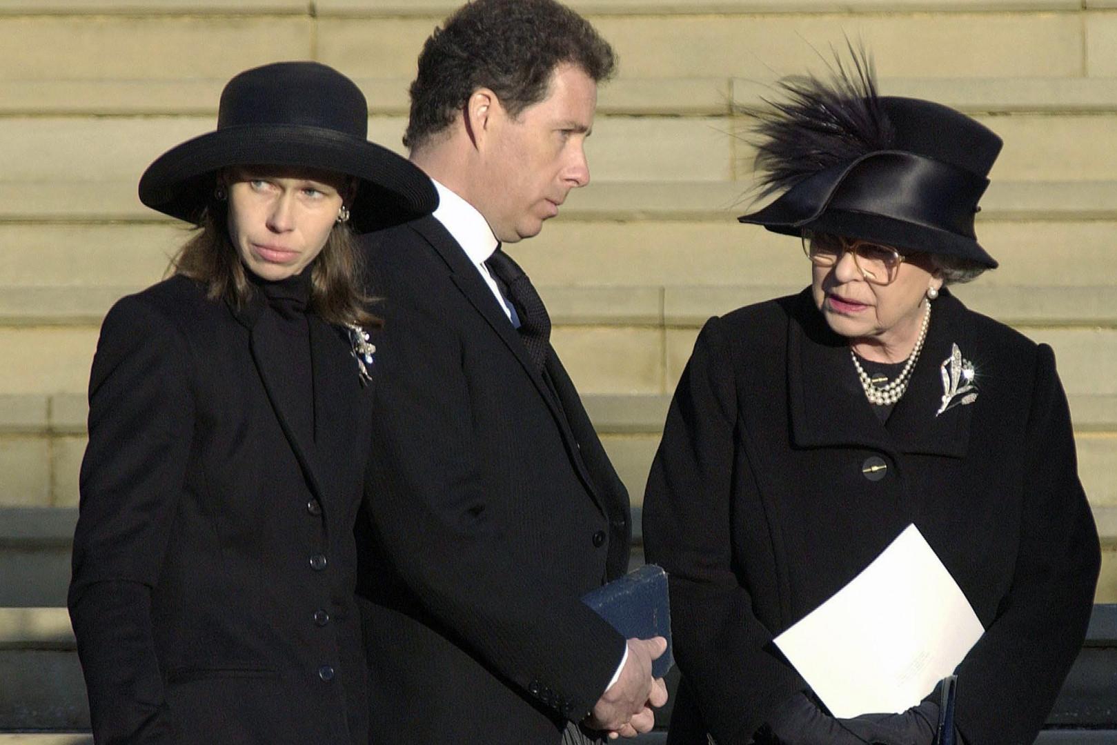 12. La Reine se rend à l'enterrement de sa petite sœur, la princesse Margaret, le 15 février 2002