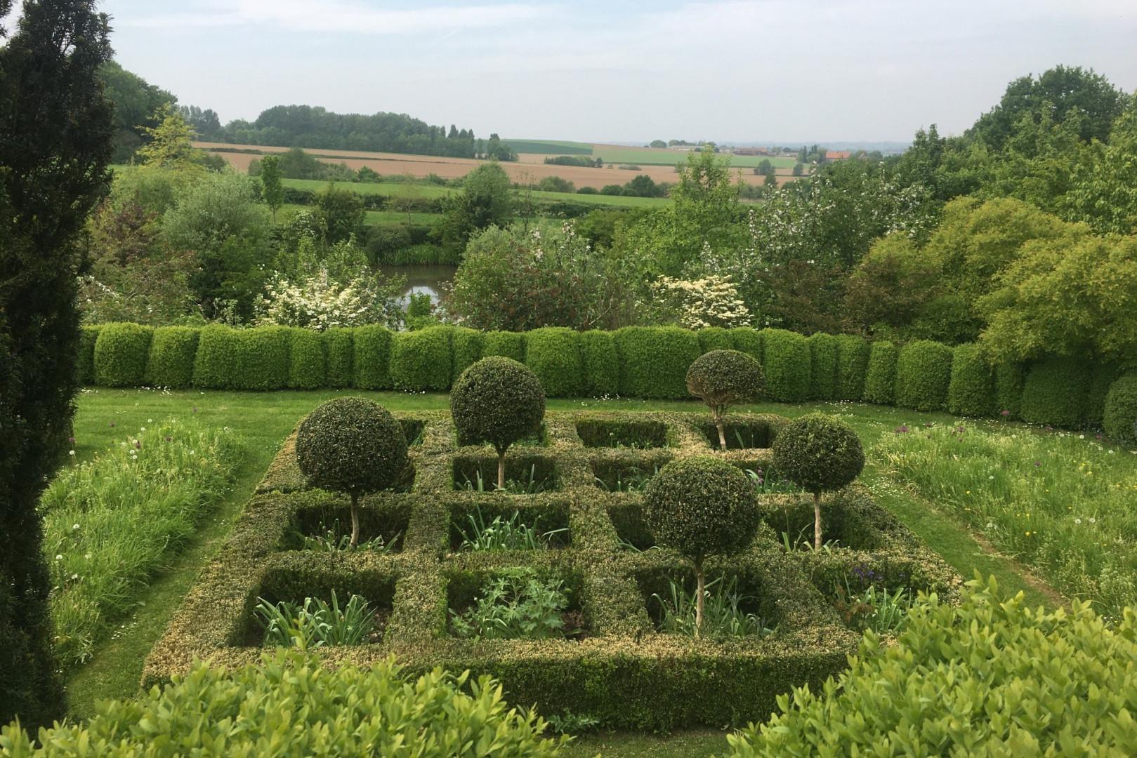 """Jardin du Mont des Récollets, un jardin """"à la flamande"""", route de Steenvoorde à Cassel"""