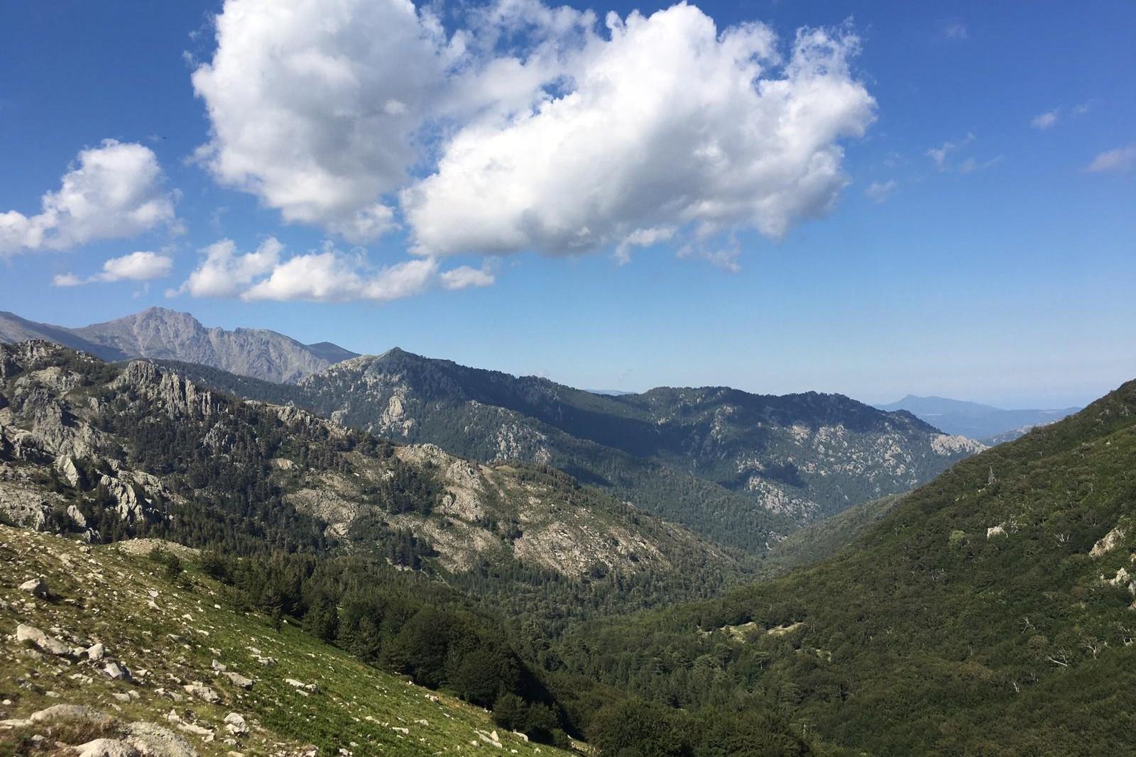 Une vue prise depuis le GR20 en Corse