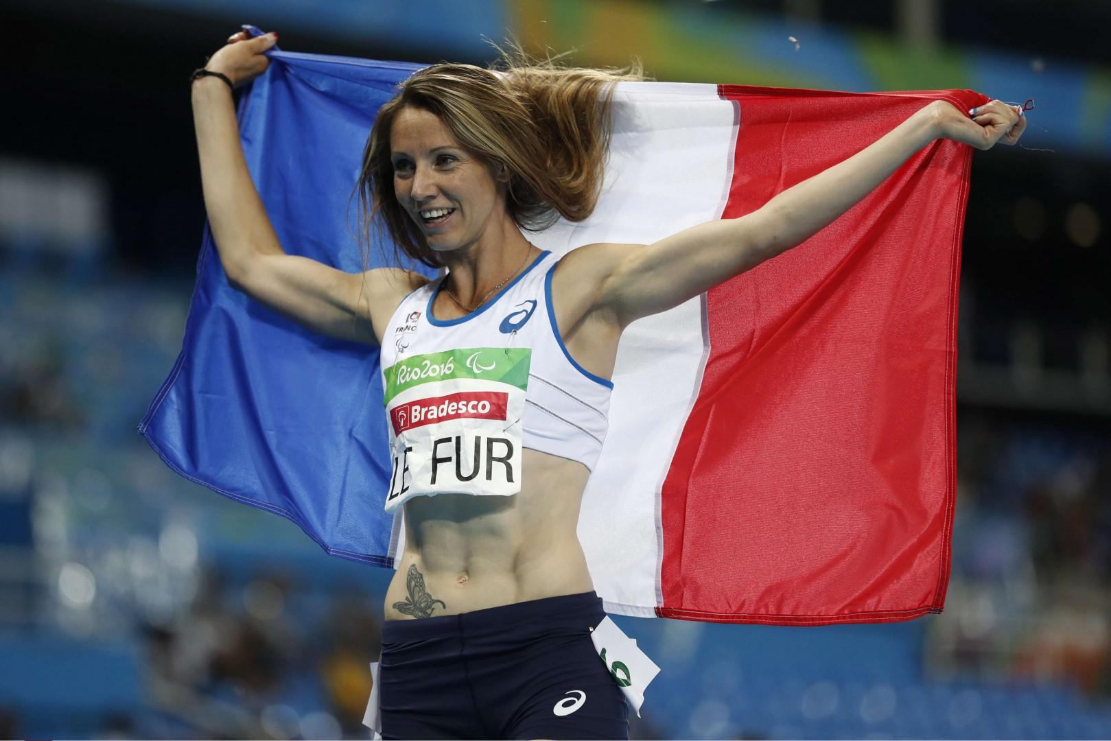 Marie-Amelie Le Fur brille dans le handi-sport et a remporté deux médailles d'or aux derniers JO paralympiques à Rio. Suivez son actu : Twitter/mariealefur